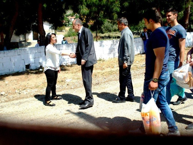 Üniversitelilerden Köy Okuluna Ziyaret