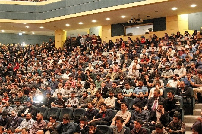 """SAÜ'de """"Gençler Hür Kalın"""" Adlı Söyleşi Düzenlendi"""