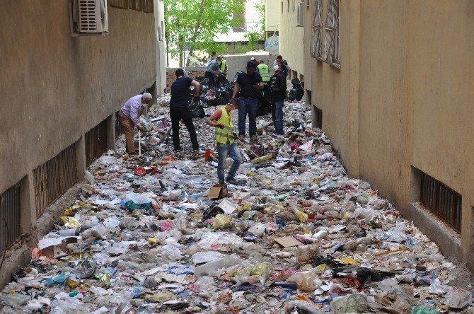 Apartman Boşluğundan 3 Kamyon Çöp Çıktı