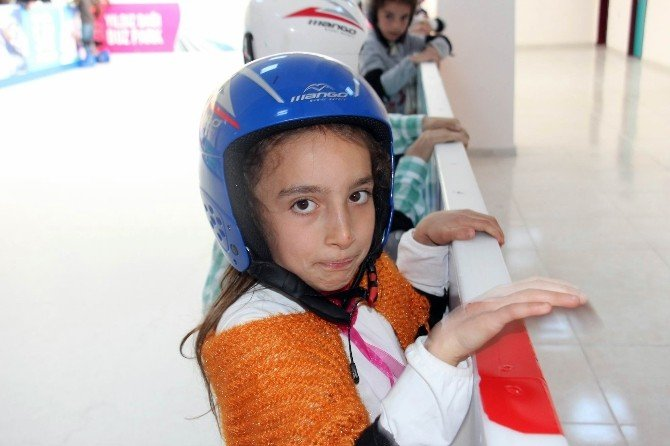 Köy Çocukları Buz Pateniyle Tanıştı