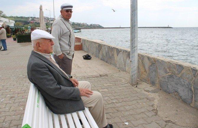 Yaşlıların Sahil Keyfi