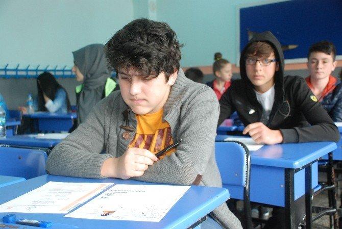 Öğrenciler TEOG Sınavında, Veliler Dışarıda Ter Döktü