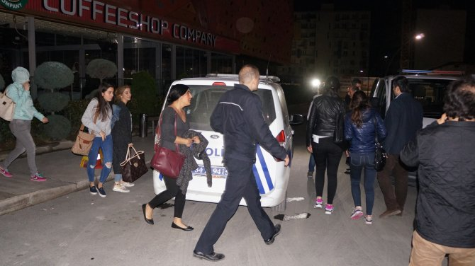 Ümraniye'de AVM içinde silahlı kuyumcu soygunu
