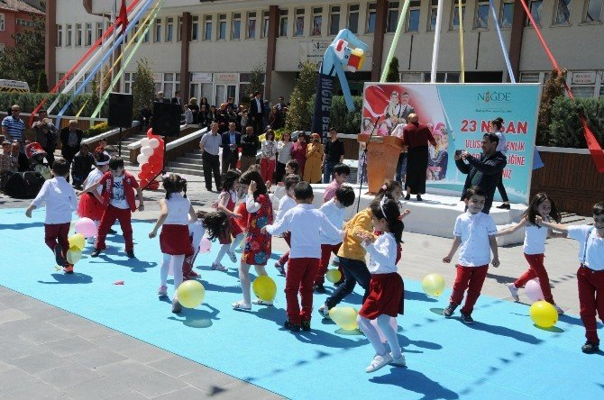 Niğde Kent Meydanında 23 Nisan Şenlikleri Devam Ediyor