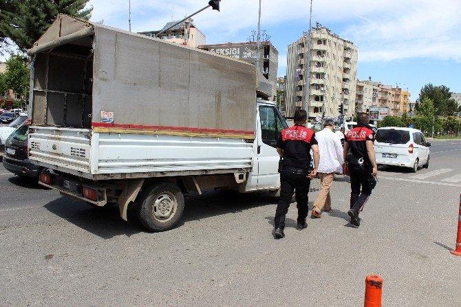 Kamyonetteki Varil Polisi Harekete Geçirdi