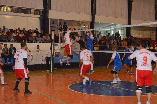 Kaymakamlık Kupasının Şampiyonu Kahta Belediyesi Voleybol Takımı Oldu