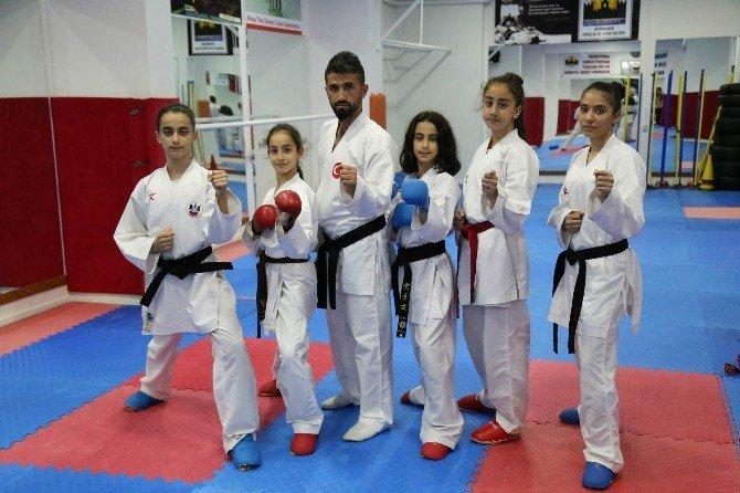 Diyarbakır'ın Altın Kızları Zoru Başardı