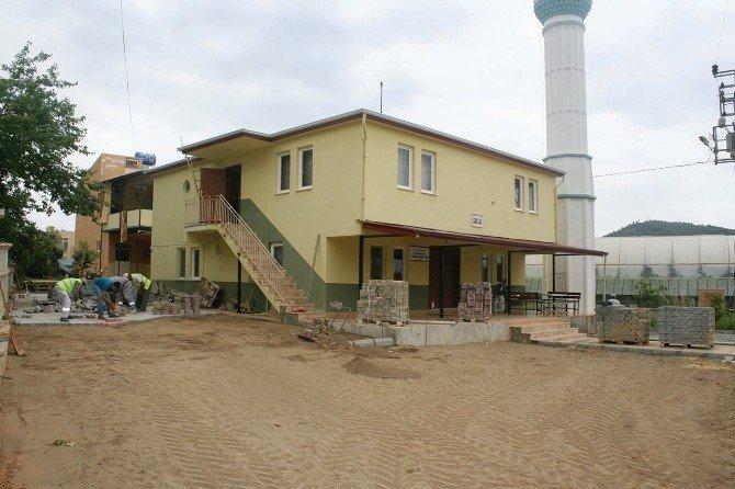 Gazipaşa'daki Cami Ve Mezarlıklar Parke İle Kaplanıyor