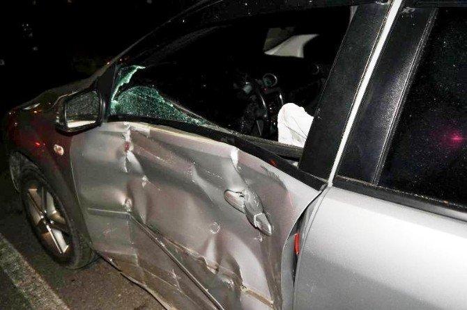Virajı Alamayan Otomobil Duvara Çarptı: 2 Yaralı