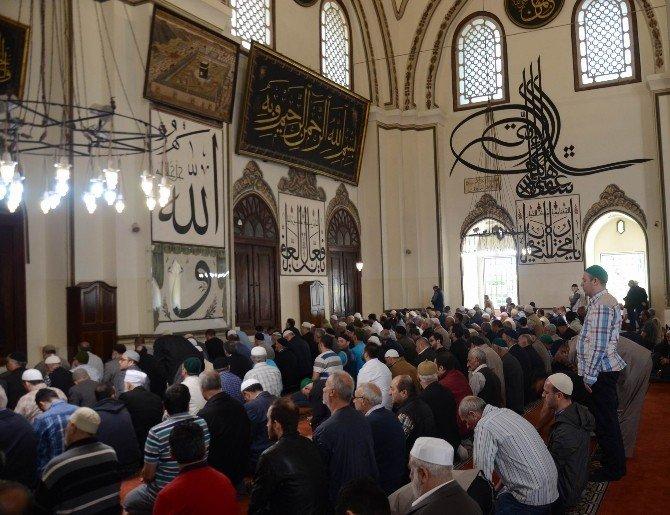 Bursa; Teröre İnat Ulucami Ve Tarihi Çarşıya Akın Etti