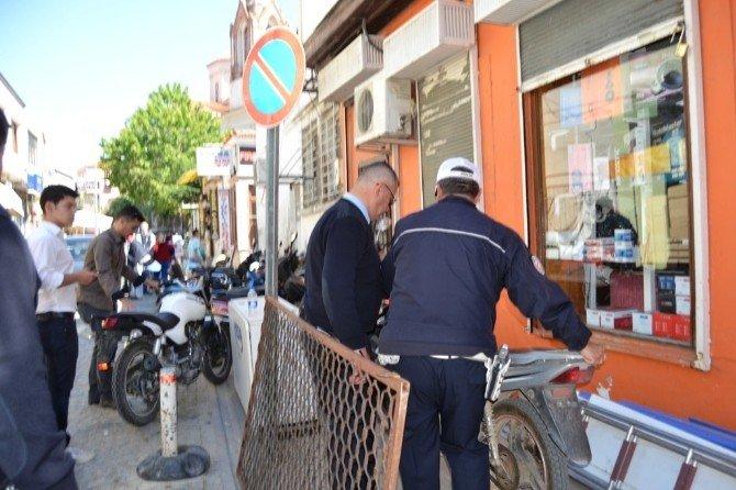 Ayvalık'ta Trafik Ekipleri Tescilsiz Motosiklete Taviz Vermiyor