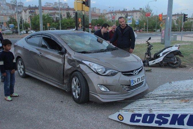 Otomobil, Motosikletle Çarpıştı: 1'i Ağır 2 Yaralı