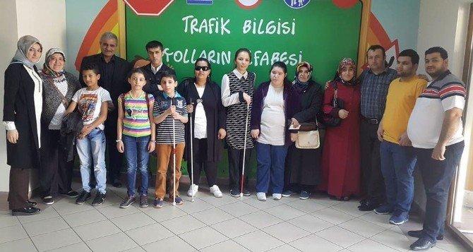 Esenyurt Belediyesi'nden Görme Engelli Vatandaşlara Trafik Eğitimi