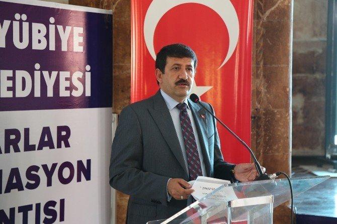 Eyyübiye Belediyesi 153 Muhtara Bilgisayar Dağıttı