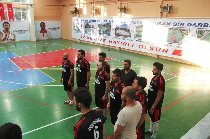 Ezine'de Voleybol Turnuvası