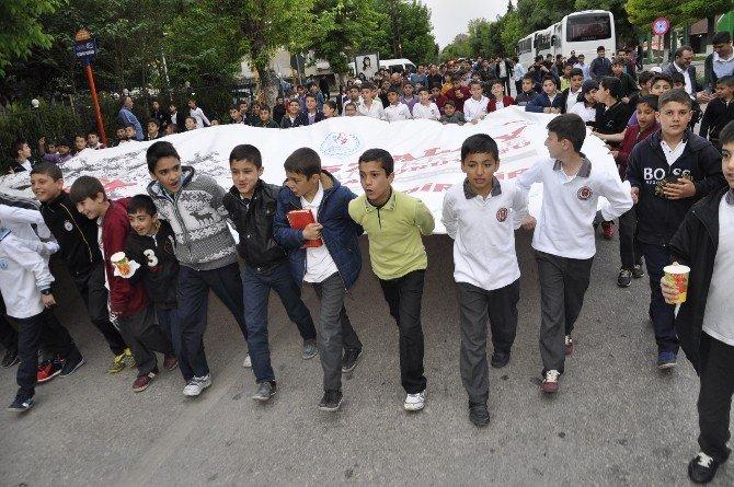 Gençler 'Vefa Yürüyüşü'nde Buluştu