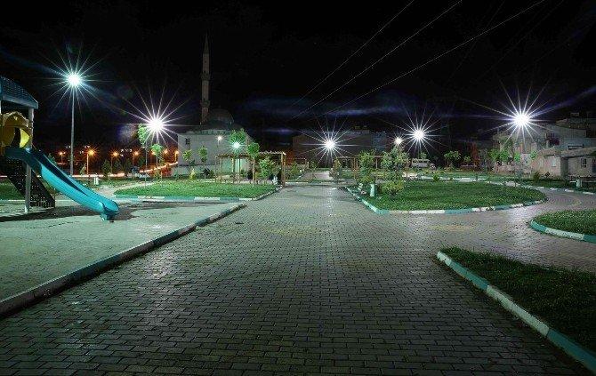 Haliliye'de Parklar Geceleri Işıl Işıl