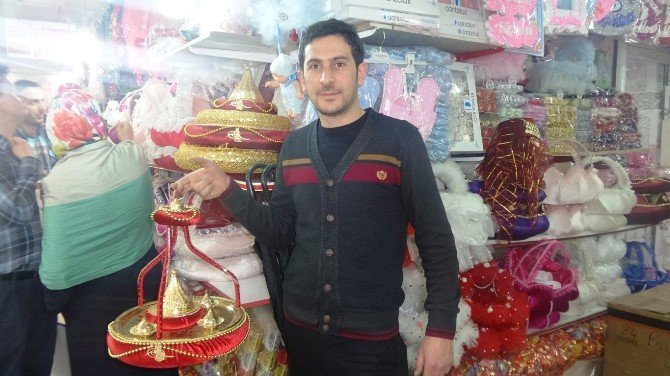 Hz Ömer Camii Pasajı Esnafı Düğün Sezonunu Bekliyor