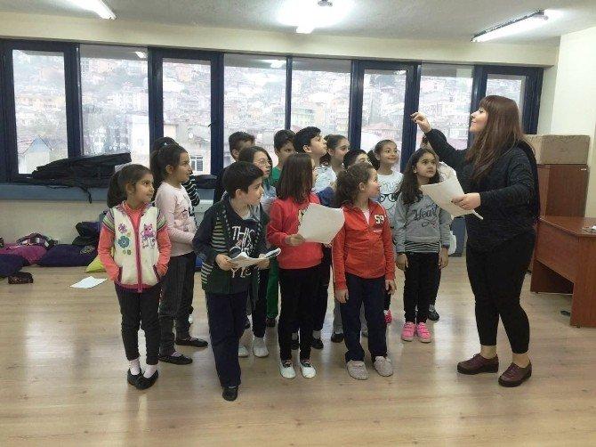 İzmit Belediyesi Drama Okulu Öğrencilerinden Tiyatro Şöleni