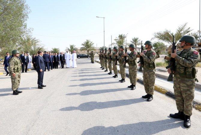 Davutoğlu, Katar'daki TSK üssünü ziyaret etti