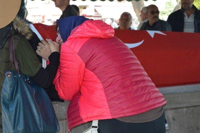 Örnek Eğitimciye Türk Bayraklı Veda