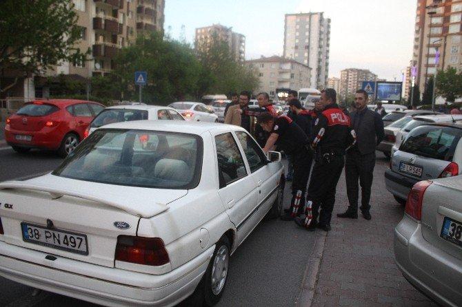 Polisten Kaçan Otomobil Kaza Yaptı