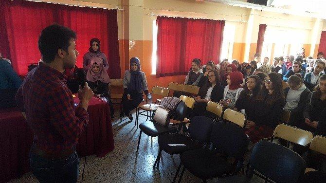 Üniversitelilerden Lise Öğrencilerine Seminer