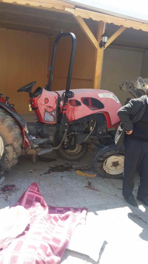 Freni boşalan kamyon traktöre çarptı: 1 ölü, 2 yaralı