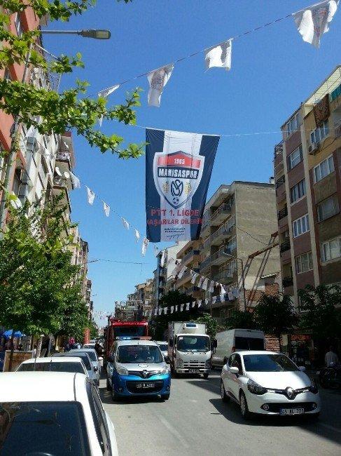 Manisa Sokakları Siyah Beyaz Bayraklarla Donatılıyor