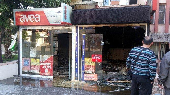 Manisa'da Bir İş Yeri Kül Oldu