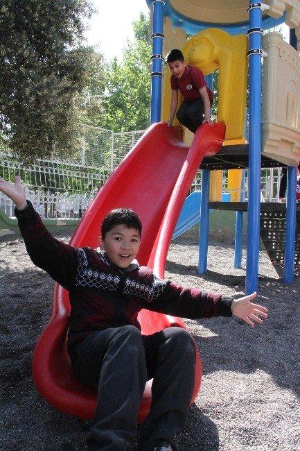 Merkezefendi'de Okullara Yeni Oyun Parkları
