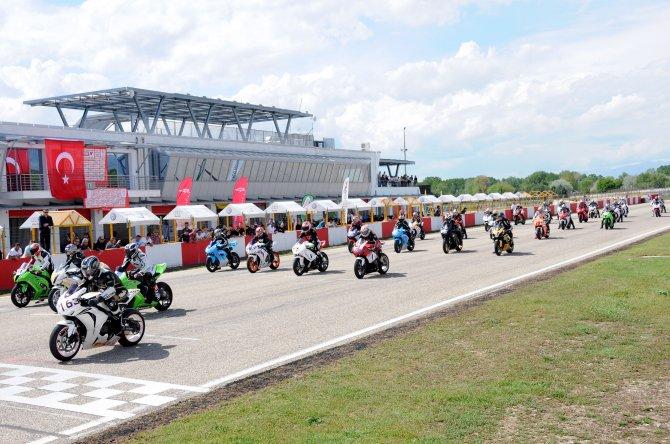 Motosiklette pist sezonu yarın açılıyor