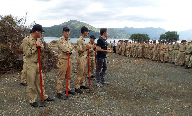 Askerlere yangın söndürme eğitimi verildi