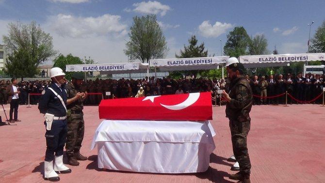 Şehit polis dualarla son yolculuğuna uğurlandı
