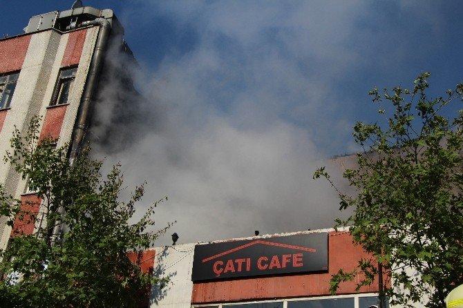 Okmeydanı'nda Bir Kafe Alev Alev Yandı