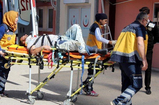 İnşaatın İskelesi Yıkıldı: 4 Yaralı