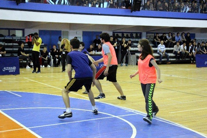 """""""3 Erkek 1 Kız, Biraz Hareket Biraz Hız"""" Mini Futbol Turnuvası"""