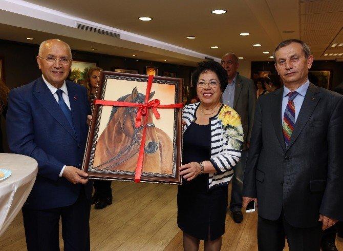 Başkan Yaşar Yenimahalleli Sanatçıyı Yalnız Bırakmadı