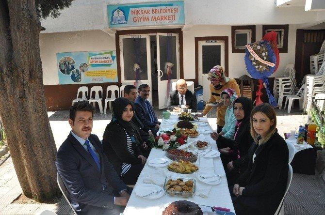 Niksar'da Giyim Market İle Bin Aileye Ulaşıldı