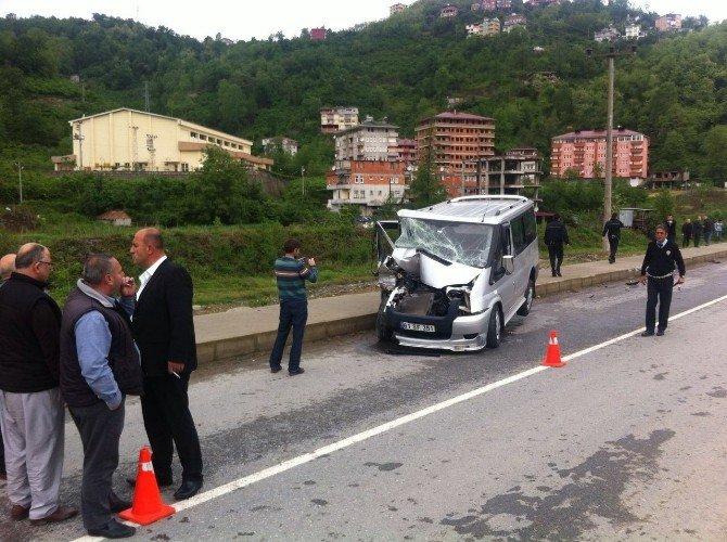 Trabzon'da Öğrenci Servisi Kaza Yaptı: 4 Yaralı