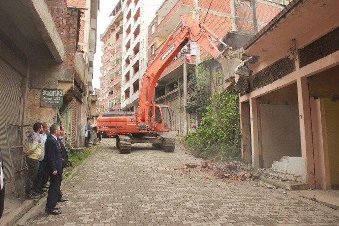 Yomra'da Kentsel Dönüşümde İlk Kazma Vuruldu