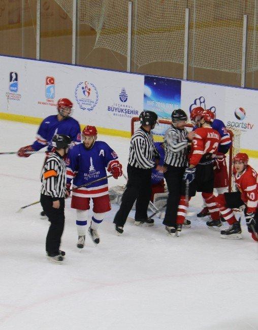 Zeytinburnu Buz Hokeyi Takımı Şampiyonluğa Koşuyor