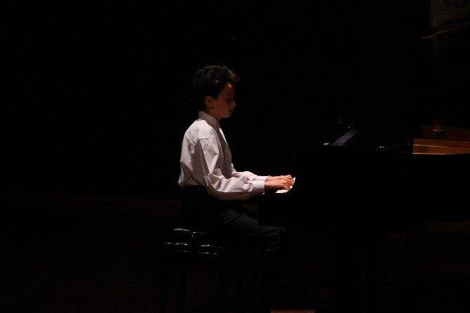 """""""Piyano Sınıfı Öğrencileri Konseri"""" Sanatseverlerle Buluştu"""