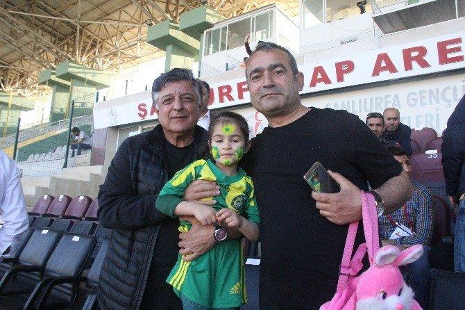 Yılmaz Vural, Şanlıurfaspor - Altınordu Maçını Tribünden İzledi