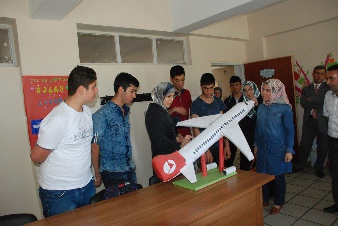 Demirtaş'tan Zihinsel Engelli Ve Otistik Çocuklara Ziyaret