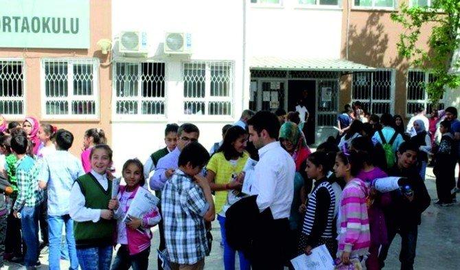 Kahta'da İngilizce Kitap Okuma Yarışması Düzenlendi