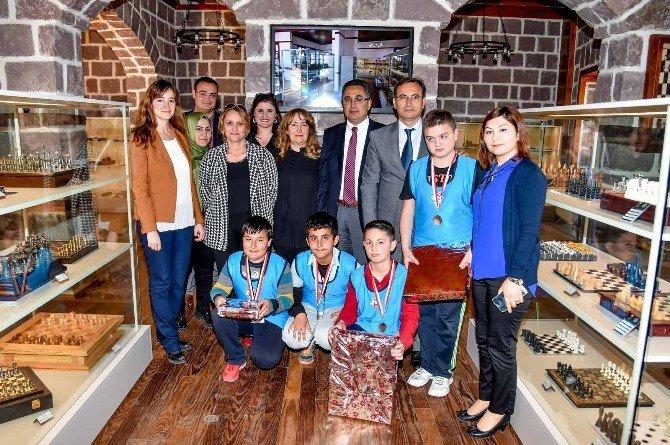 Altındağlıların Satranç Turnuvası Heyecanı