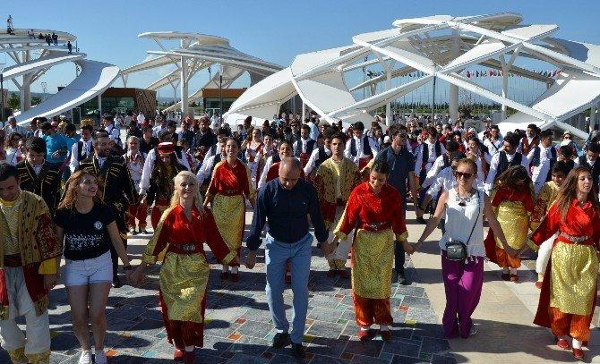 EXPO 2016'da, 30 Üniversiteden Bin Öğrenciyle 'Birlik Ve Barış' Halayı