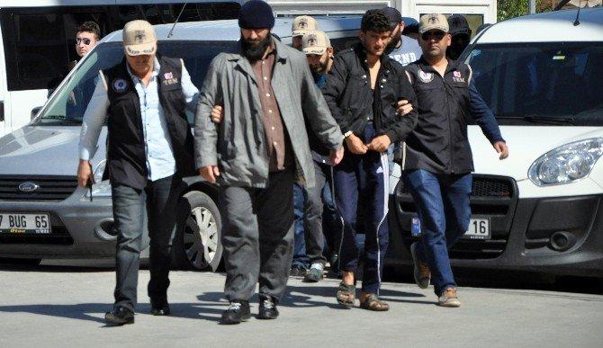 Antalya'da 2'si Rus Uyruklu 5'i Suriyeli 7 İşid Şüphelisi Adliyeye Sevk Edildi