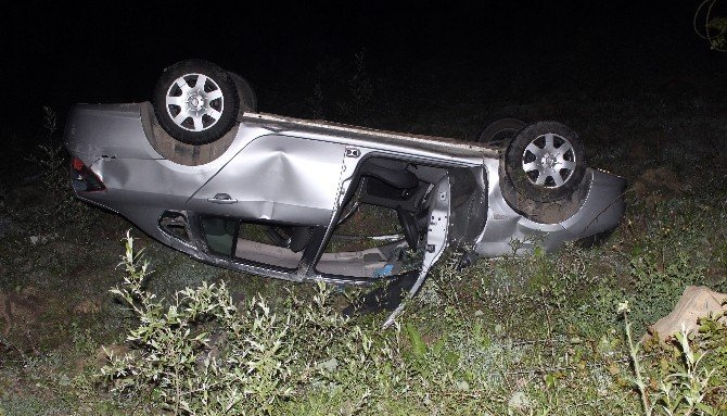 Yoldan Çıkan Otomobil Takla Attı: 2 Yaralı